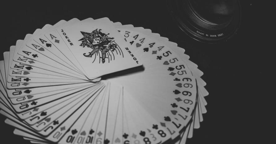 Kích thước, Xu hướng và thống kê của Điện thoại di động cờ bạc thị trường 2001-2023