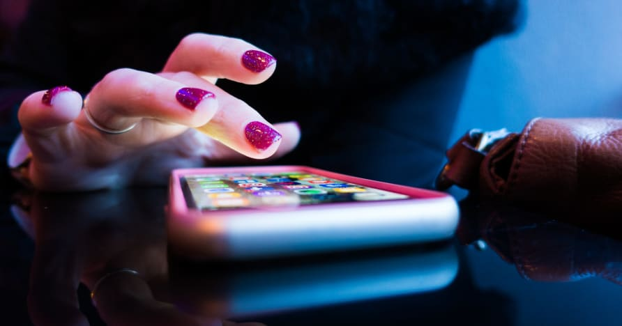 Casino di động trực tuyến: Ứng dụng hay phiên bản trình duyệt?