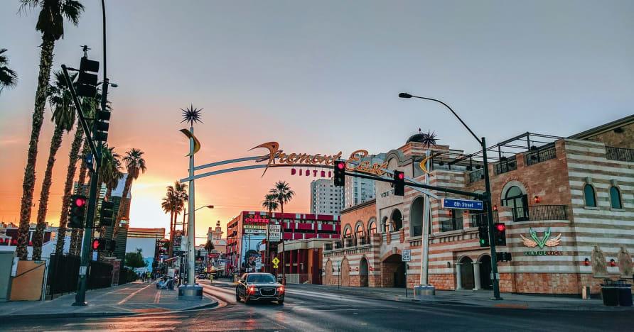 Greentube bổ sung cảnh sát 'n' Robbers Vegas Nights vào Las Vegas Flair của nó